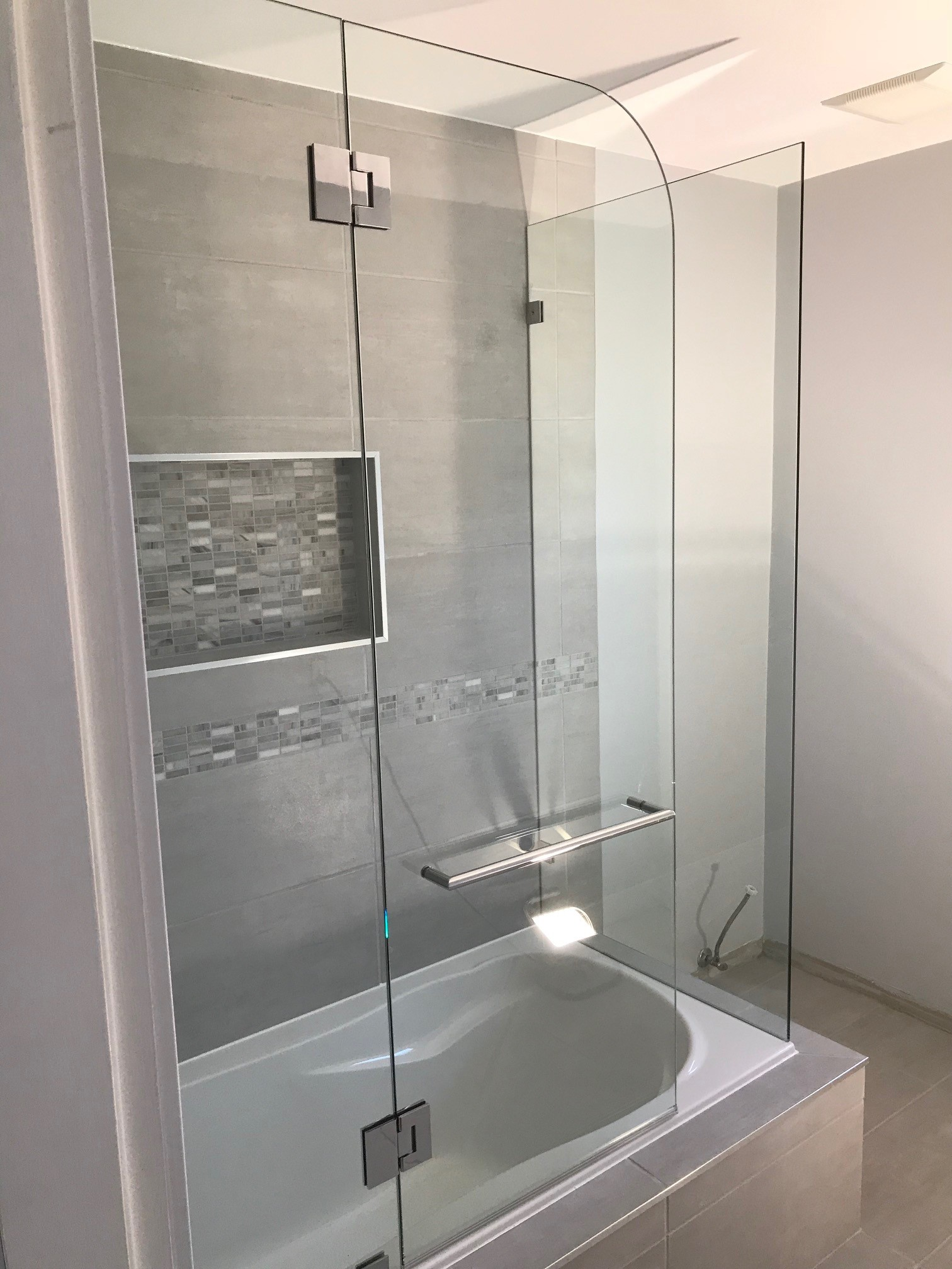 Left Hinged Tub Shield With End Wall Van Go Glass